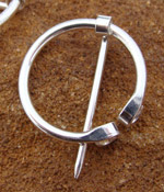 Einfache Silberfibel