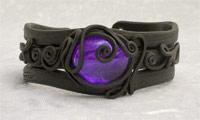 Armreifen mit Glas (rund violett)